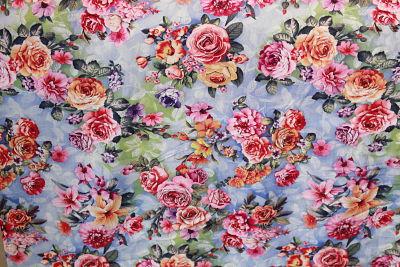 Viscosa Estampado Rosas sobre Celeste