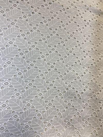 Batita hojas blanco roto
