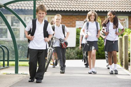 Cómo seleccionar la mejor tela para uniformes escolares